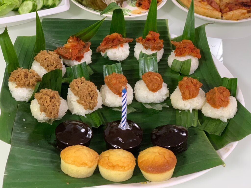 Hae bee hiam with glutinuous rice in banana leave